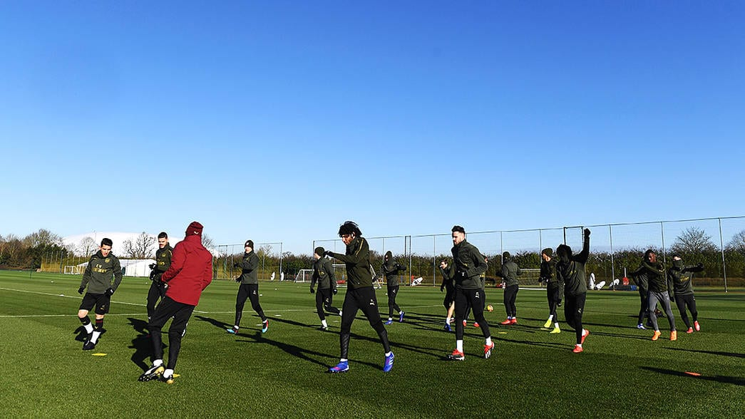 Arseanl players training before the Cardiff City Match